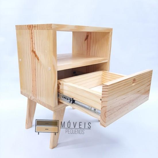 Mesa de cabeceira estilo Retro feito em madeira